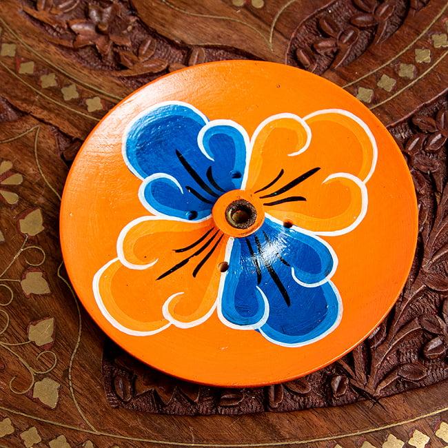 インド香&ネパール香立て【7cm】の写真2 - 真上から撮影したところです。中央の穴を囲むようにある小さい穴がスティック香の差し穴です。