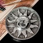 太陽神スーリャ ホワイトメタルのお香立て[9.5cm]