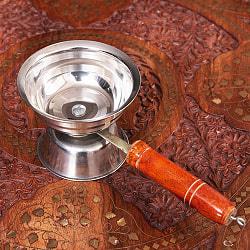 アラティの儀式で使われる プージャ用インドの取っ手付き香炉 Dhoopakal(10cm)