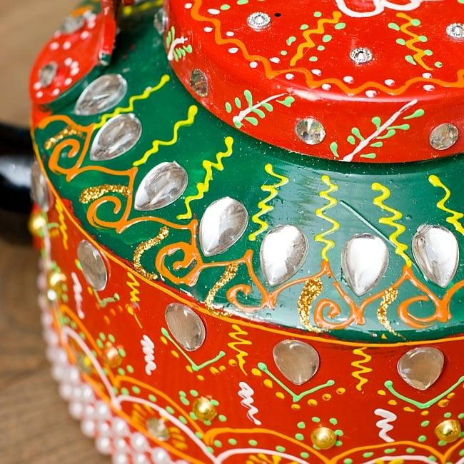 インドのデコレーションやかん - 赤×緑クリアストーンB 5 - 細かいところまで装飾されています