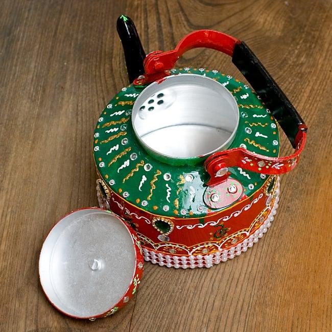 インドのデコレーションやかん 赤×緑グリーンストーン 11 - 蓋を開けてみました!中身はきれいですがこちらは食器ではございません。鑑賞用のポットとなります。