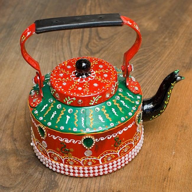 インドのデコレーションやかん 赤×緑グリーンストーン 2 - ハンドメイドの暖かさが伝わってきます