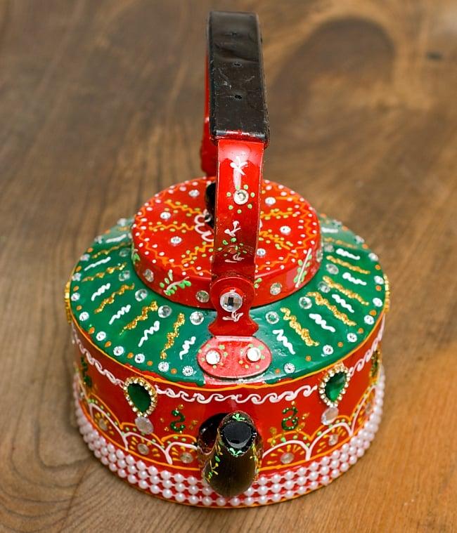 インドのデコレーションやかん 赤×緑グリーンストーン 7 - 可愛いお顔をしています!