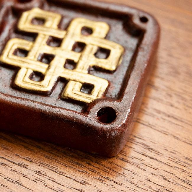 陶器のインド香&チベット香立て【約1辺5cm】 2 - 真上から撮影したところです。茶色と金色の対比が美しいです。