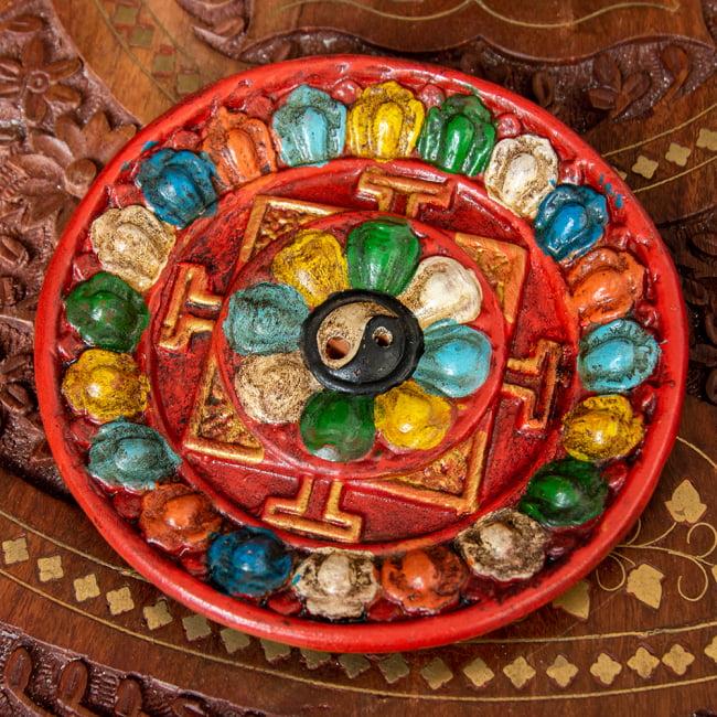 ネパールのハンドペイント陶器お香立て 曼荼羅【直径約12.5cm】 2 - 真上から撮影したところです。アンティークな色褪せ方をしています。