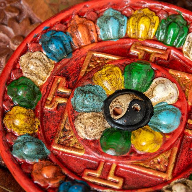 ネパールのハンドペイント陶器お香立て 曼荼羅【直径約12.5cm】 3 - 拡大してみました。とてもカラフルで可愛いです