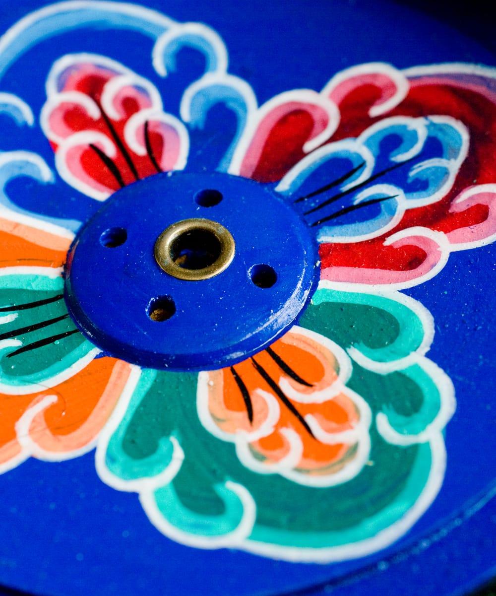 インド香&ネパール香立て 【直径約9cm】 3 - モチーフとお香の穴を拡大してみました。