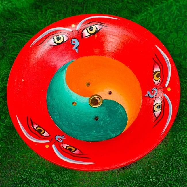 杯型のインド香&ネパール香立て(大)【直径約9cm】 2 - 真上から撮影したところです。迫力があり、眼が生きています。