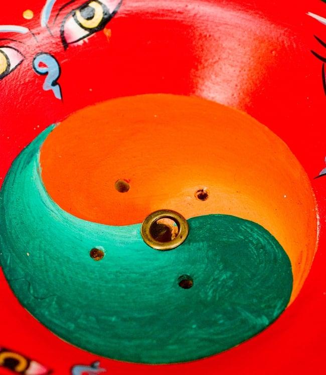 杯型のインド香&ネパール香立て(大)【直径約9cm】 3 - 中央には陰陽図とお香のための穴が空いています。グラデーションが綺麗です。