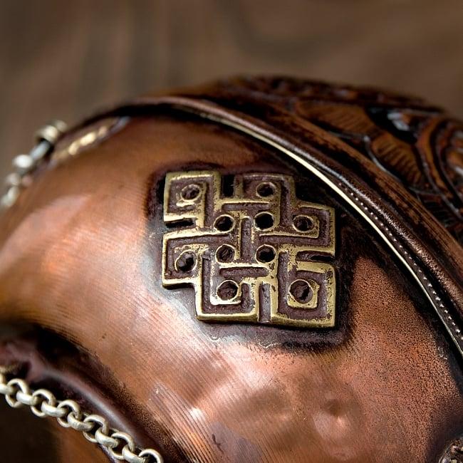 伝統チベタン香炉 吊り下げられるハンギング式 10 - 永遠を表す、エンドレスノットがデザインされています。デザインBではヴァジュラがデザインされています。