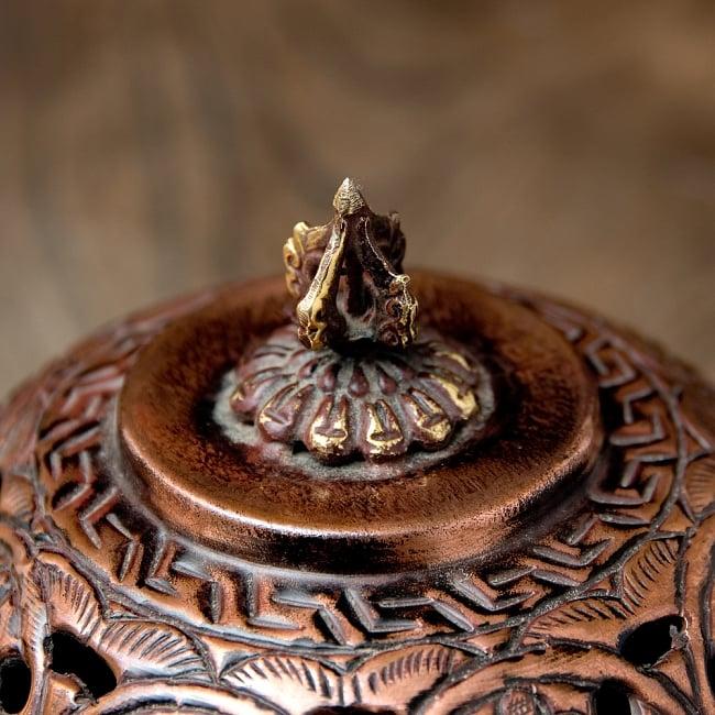 伝統チベタン香炉 吊り下げられるハンギング式 7 - つまみの部分も凝ったデザインです