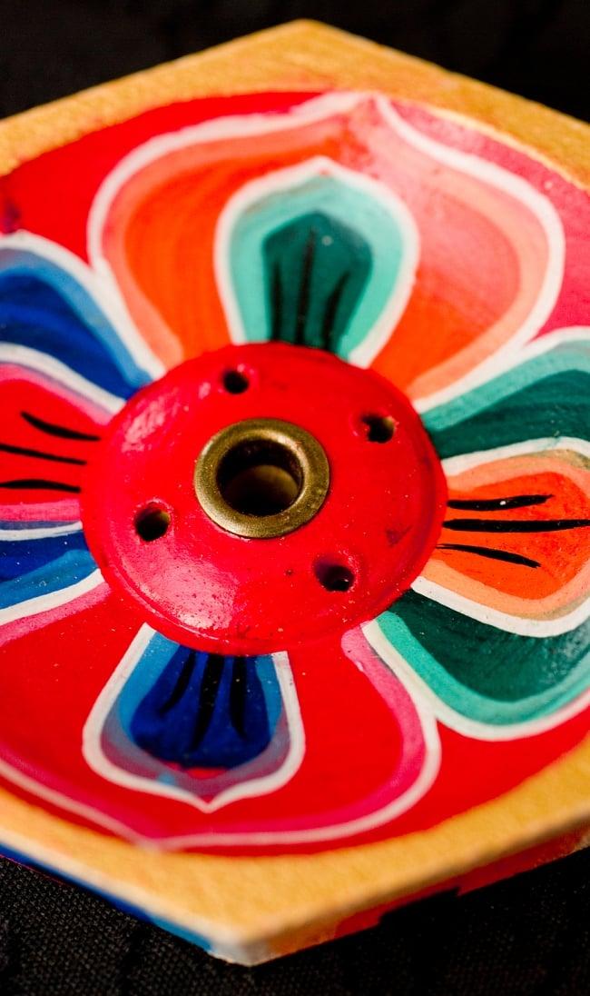 蓮の花のミニお香立て【直径約6cm】 3 - お香の差口はこのようになっております、大きな穴がネパール香を入れる穴で、小さい穴はインド香を入れる穴です。