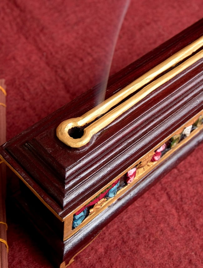 木彫りのチベタン香立て【オンマニペメフム】 10 - この様に穴から煙が出てきます!素敵ですね^^※こちらは類似商品です