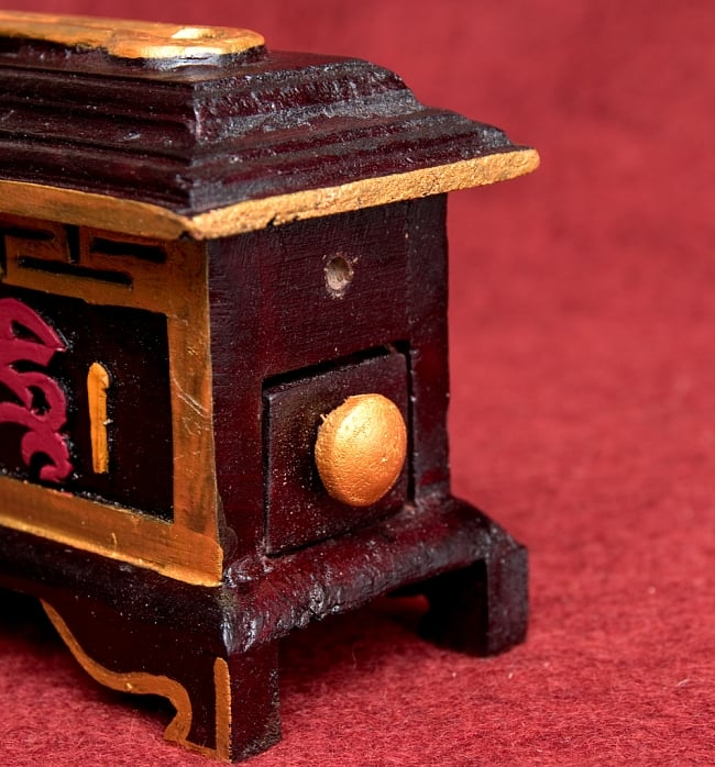 木彫りのチベタン香立て【オンマニペメフム】 4 - 右サイドには引出しがあり、ライター等を入れておけます!とても気の利いたお香立です^^