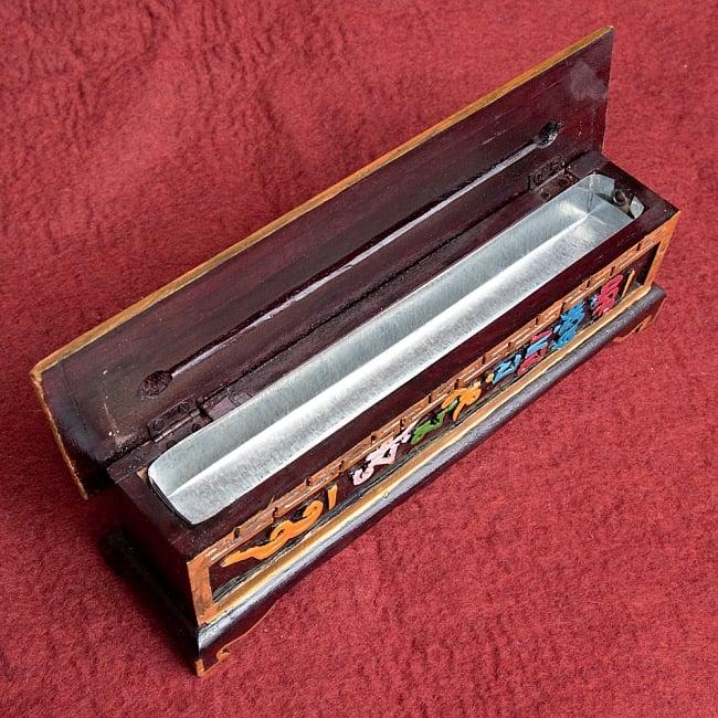 木彫りのチベタン香立て【オンマニペメフム】 8 - 蓋を開けてみました!灰受けはアルミになっていて安心ですね^^