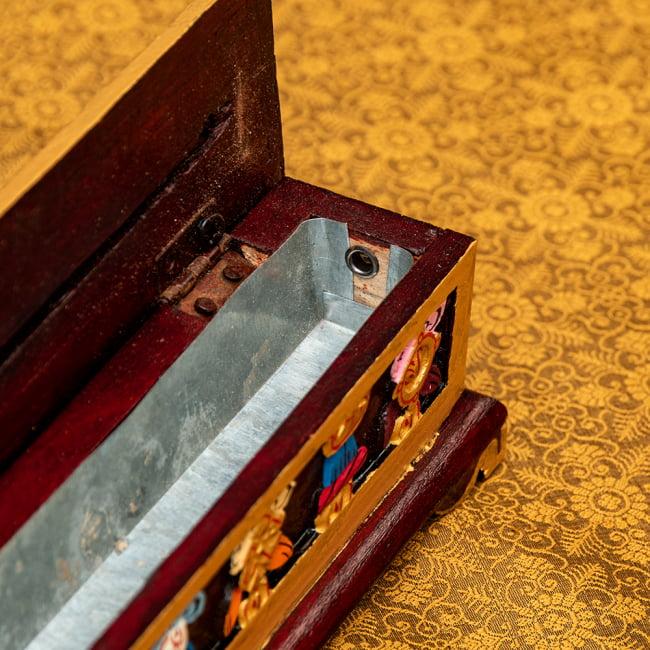 木彫りのチベタン香立て【吉祥文様・小】 8 - 蓋を開けてみました!灰受けはアルミになっていて安心ですね^^