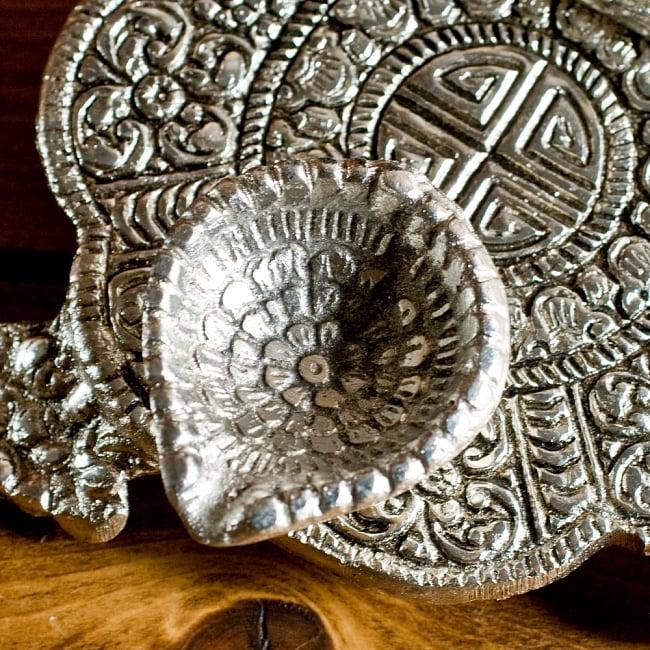 ガネーシャのホワイトメタル丸皿お香立て 4 - 入れ口を拡大してみました。