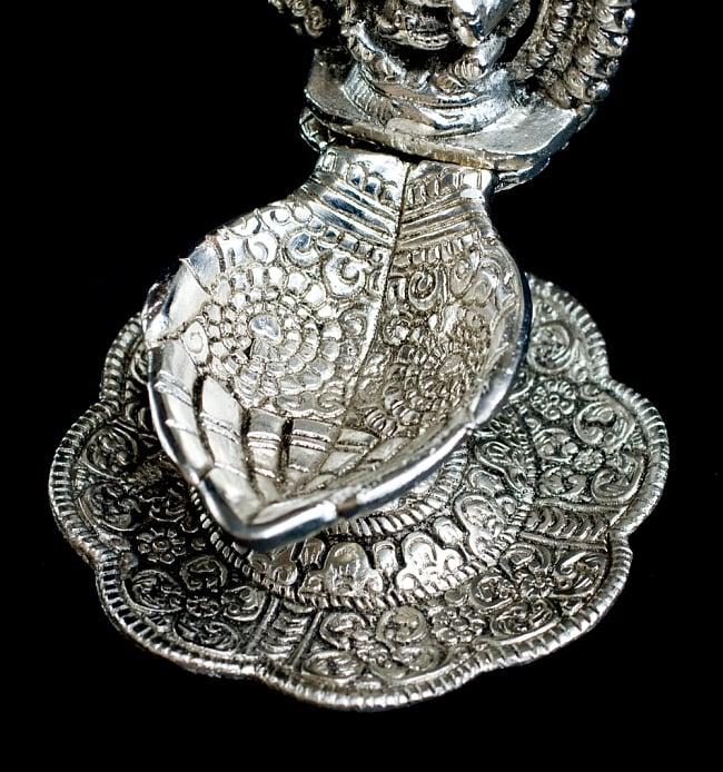 ガネーシャのホワイトメタルの両手皿 (大) 4 - 両手部分です