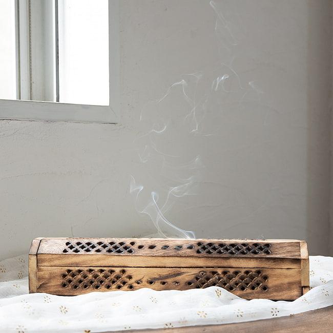マンゴーウッドのお香立て 山タイプ Lサイズ 6 - 側部にお香が収納できるスペースがあります。