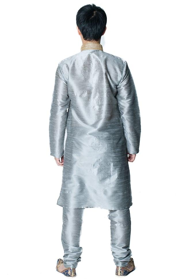クルタ・パジャマ - シルバー【光沢生地ゴージャス】 3 - 背面からみてみました。なんとなくスラッとスタイルがよく見えるかも?!