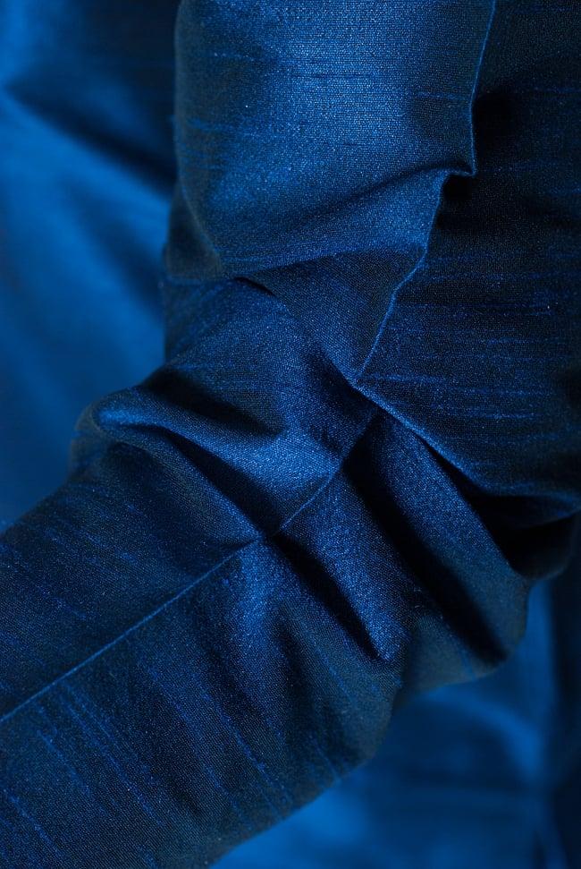 クルタ・パジャマ - グランドブルー【光沢生地ゴージャス】 6 - 生地感の様子になります。