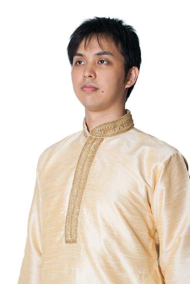 クルタ・パジャマ - ゴールデンホワイト【光沢生地ゴージャス】 4 - 胸元のデザインをアップにしてみました。