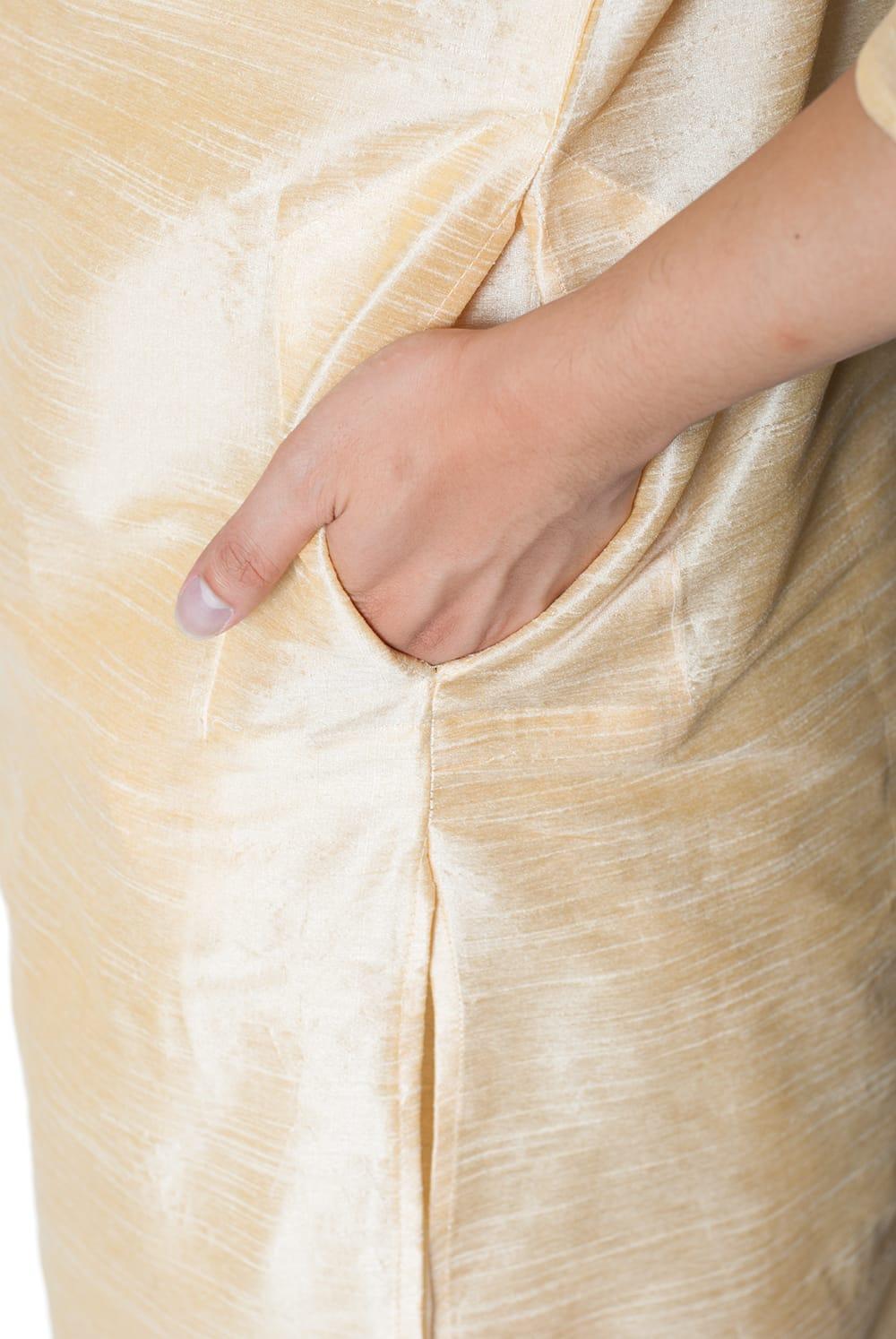 クルタ・パジャマ - ゴールデンホワイト【光沢生地ゴージャス】 7 - ポケットもあるので小物を入れるのにも便利です。