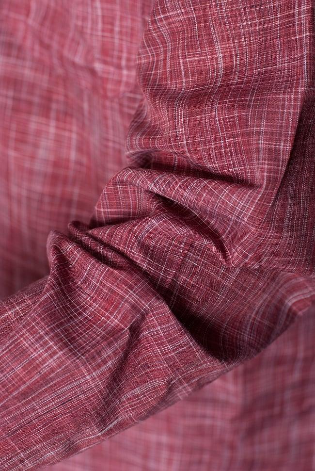 クルタ・パジャマ - えんじ色【シンプルコットン】 6 - 生地感の様子になります。