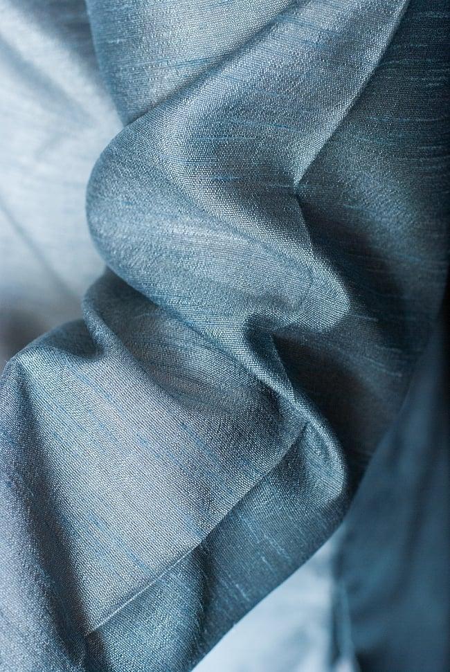 クルタ・パジャマ - 青灰色【光沢生地】 6 - 生地感の様子になります。