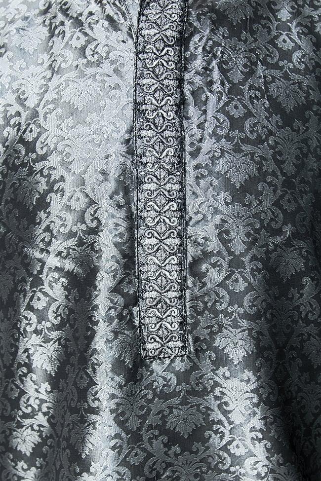 クルタ・パジャマ【光沢生地 シルバー】 5 - 華やかな装飾が施されています。