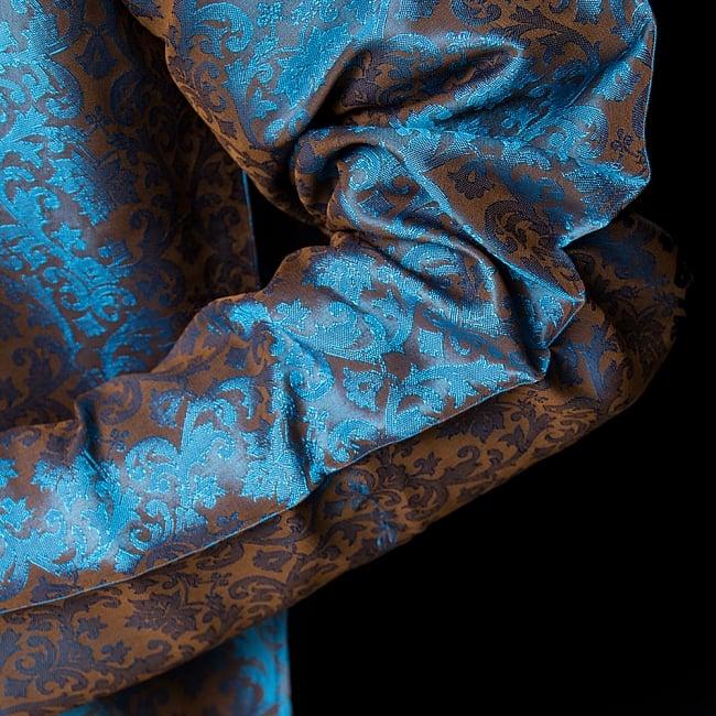 クルタ・パジャマ【光沢生地 水色&薄ブラウン】 6 - 生地感の様子になります。