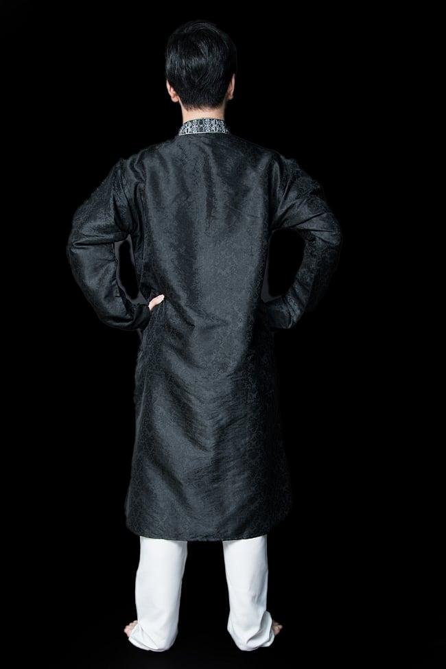 クルタ・パジャマ【光沢生地 ブラック 装飾が四角】 3 - 背面からみてみました。