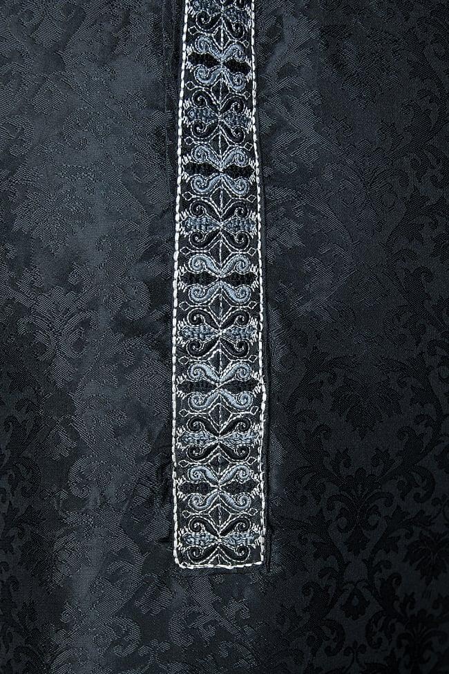 クルタ・パジャマ【光沢生地 ブラック 装飾が四角】 5 - 華やかな装飾が施されています。