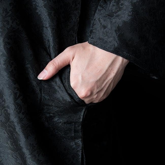 クルタ・パジャマ【光沢生地 ブラック 装飾が四角】 7 - ポケットもあるので小物を入れるのにも便利です。