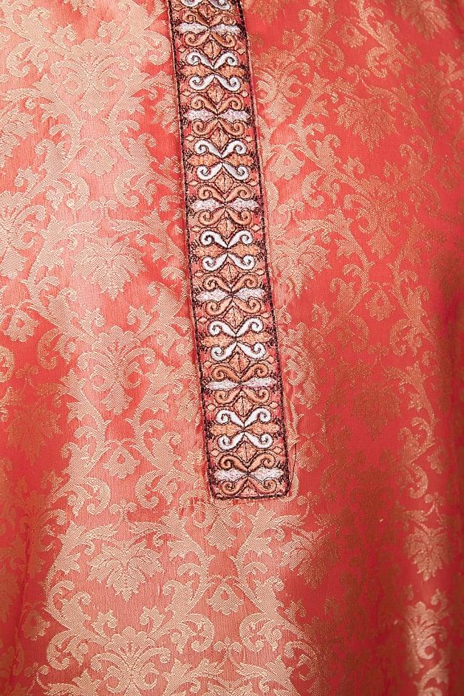 クルタ・パジャマ【光沢生地 シャイニングオレンジ】 5 - 華やかな装飾が施されています。