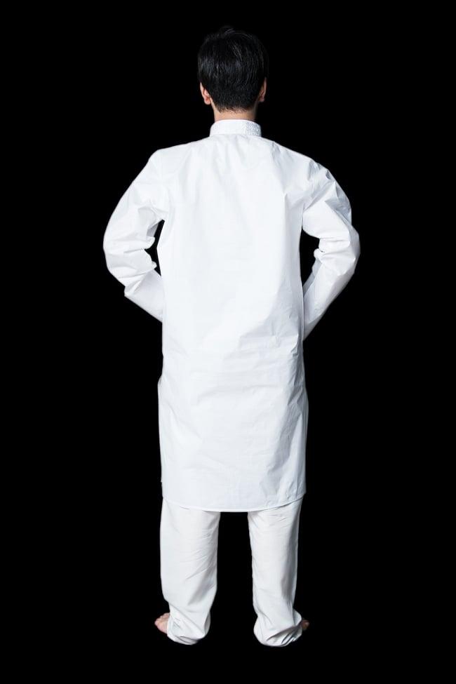 クルタ・パジャマ【プレーンホワイト刺繍入り】 3 - 背面からみてみました。