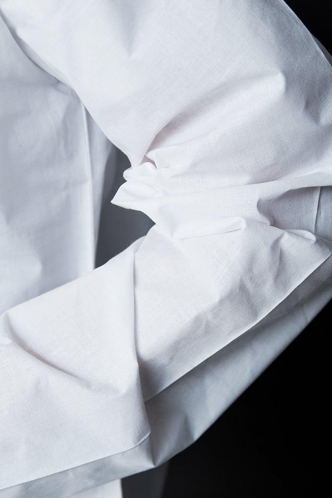 クルタ・パジャマ【プレーンホワイト刺繍入り】 6 - 生地感の様子になります。