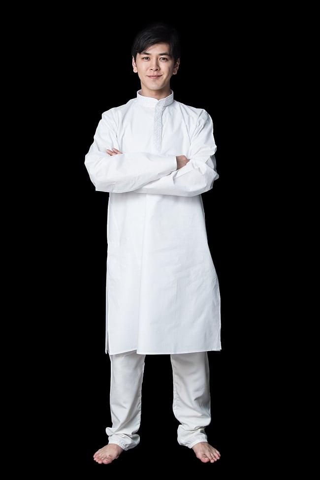 クルタ・パジャマ【プレーンホワイト刺繍入り】の写真