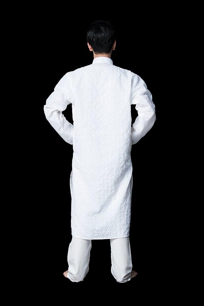 クルタ・パジャマ【ホワイト 格子模様】 3 - 背面からみてみました。