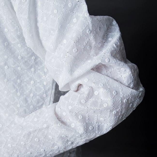 クルタ・パジャマ【ホワイト 格子模様】 6 - 生地感の様子になります。
