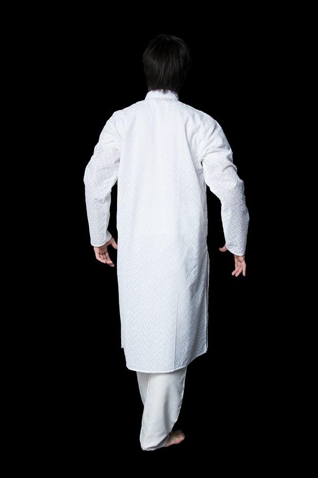 クルタ・パジャマ【ホワイト ブロックパターン】 3 - 背面からみてみました。