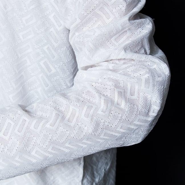 クルタ・パジャマ【ホワイト ブロックパターン】 6 - 生地感の様子になります。