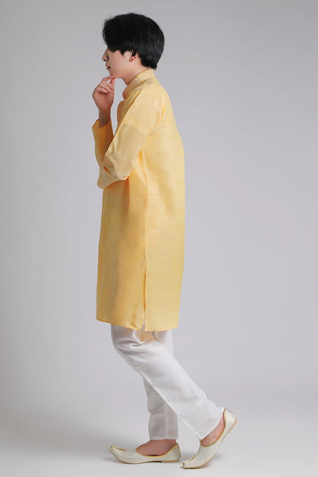 〔各色あり〕比翼仕立て クルタ・パジャマ上下セット インドの男性民族衣装 2 - 横からの写真です