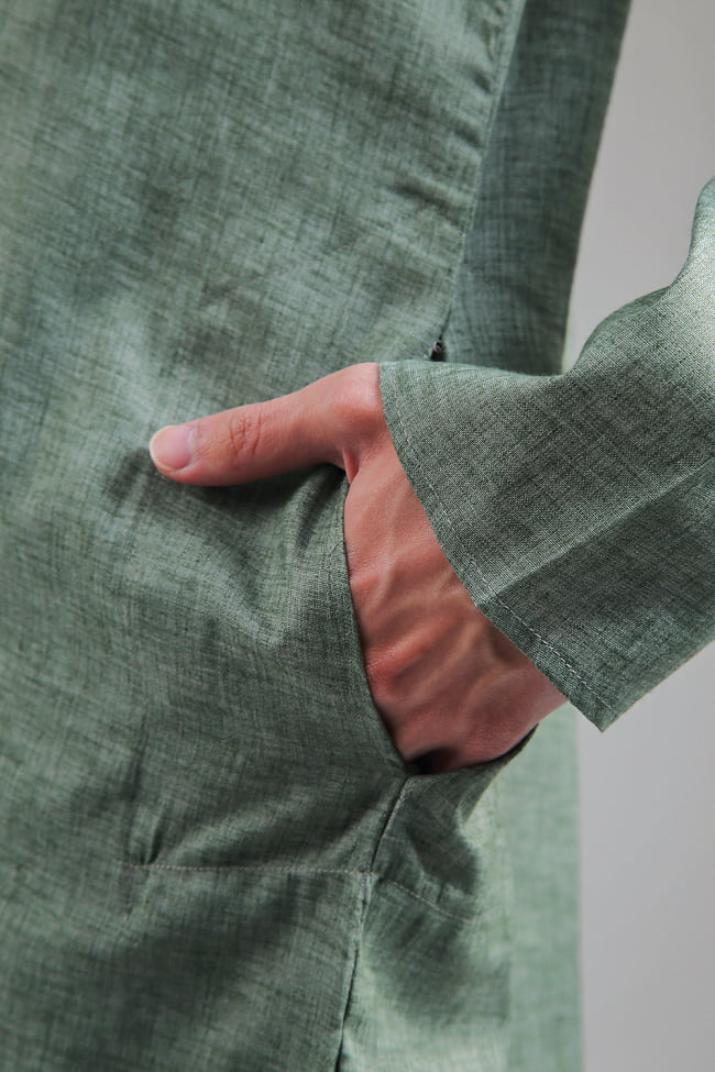 〔各色あり〕ダイヤ刺繍 クルタ・パジャマ上下セット インドの男性民族衣装 5 - さり気なくポケットも、お腹の脇に両方付いています。