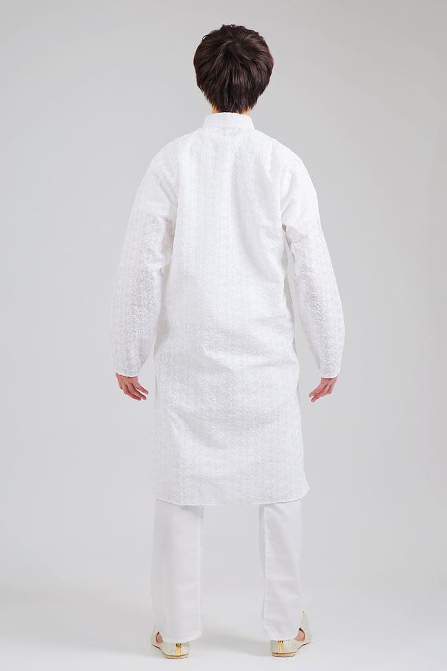 ラクノウ刺繍入り ホワイトクルタ・パジャマ上下セット インドの男性民族衣装 3 - 後ろからです