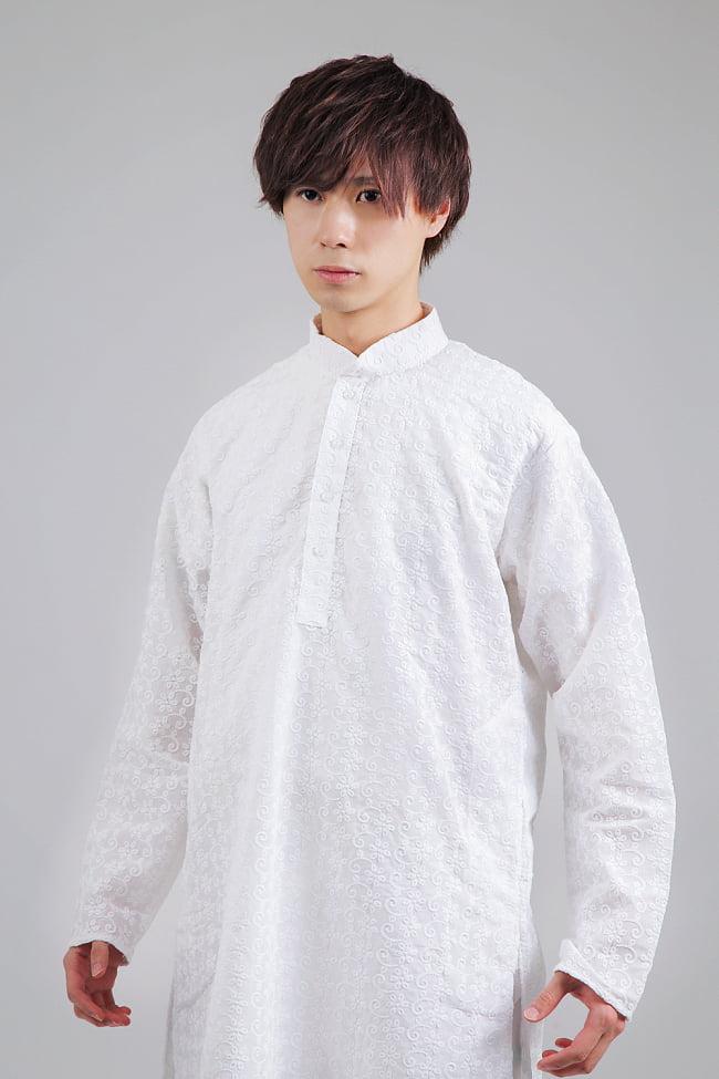 ラクノウ刺繍入り ホワイトクルタ・パジャマ上下セット インドの男性民族衣装 4 - 胸元の拡大写真です