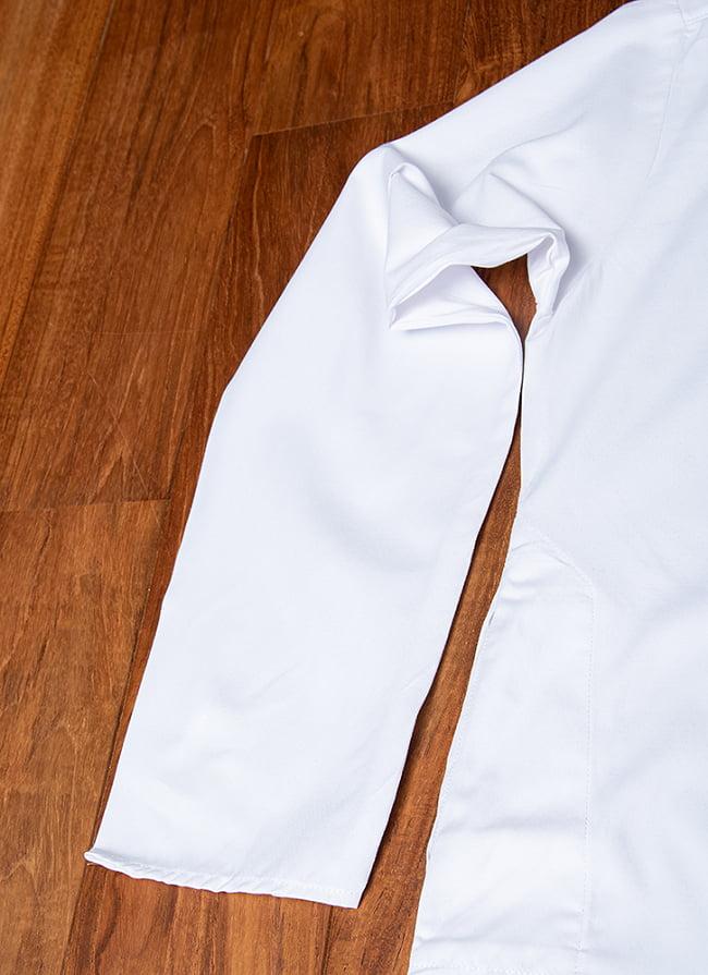 シンプルホワイト クルタ・パジャマ上下セット インドの男性民族衣装 12 - 腕周りの写真です