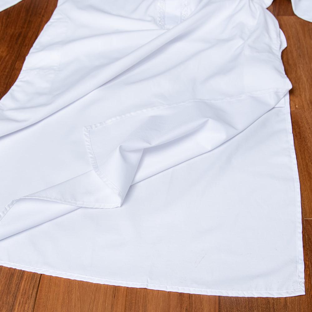 シンプルホワイト クルタ・パジャマ上下セット インドの男性民族衣装 15 - 裾の拡大写真です