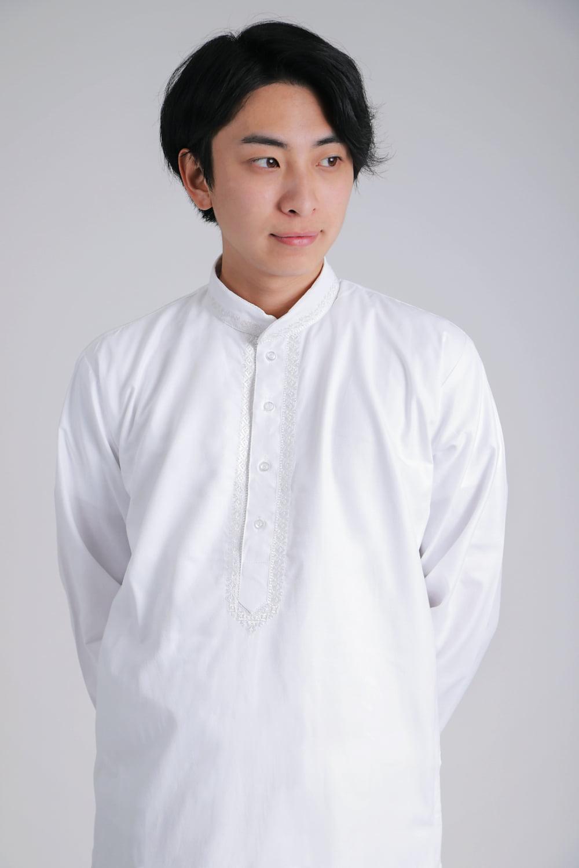 シンプルホワイト クルタ・パジャマ上下セット インドの男性民族衣装 4 - 胸元の拡大写真です