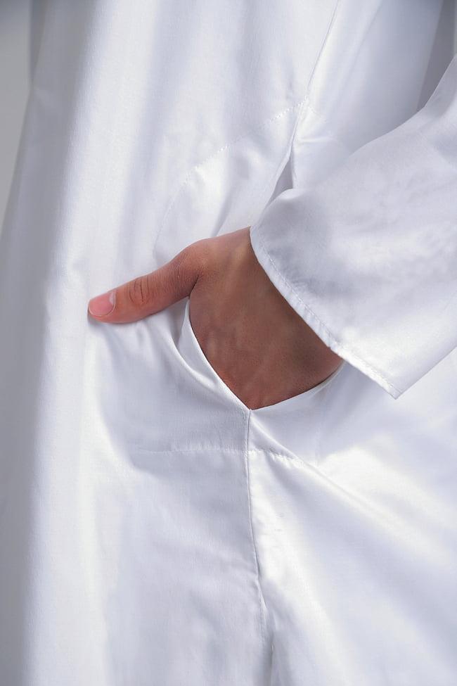 シンプルホワイト クルタ・パジャマ上下セット インドの男性民族衣装 5 - さり気なくポケットも、お腹の脇に両方付いています。